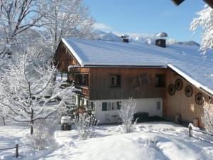 bauernhaus-im-winter